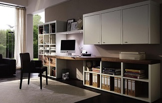 ヒュルスタ デザインされたデスクと書棚
