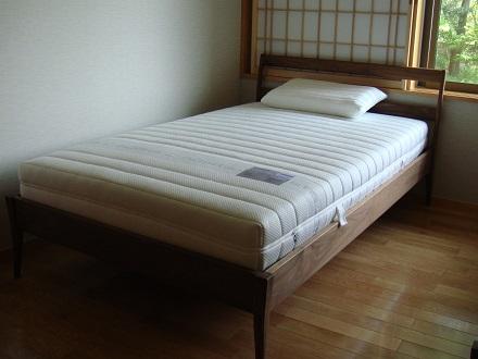 サイズバリエーション豊富な国産無垢材ベッド