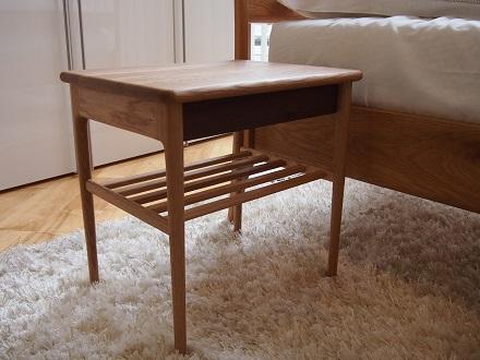 OLIVE ベッドサイドテーブル